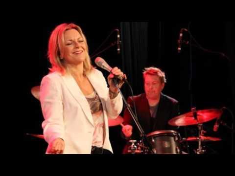 Claire Martin live. (Audio).