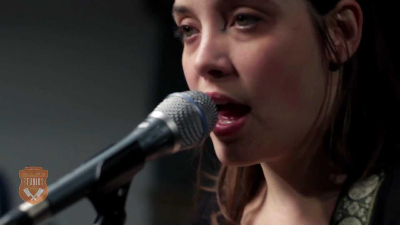 Download Cheyenne Marie Mize - It Lingers (Live)