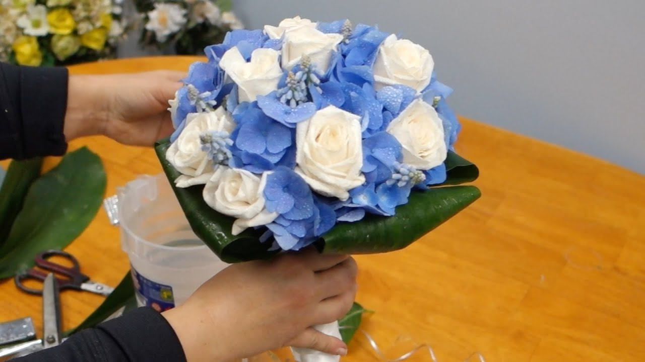 How To Make A Bridal Bouquet With Blue Hydrangeas Roses And Muscari