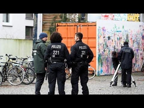 شاهد: لحظة الهجوم على نائب من اليمين المتطرف في ألمانيا  - 18:54-2019 / 1 / 11