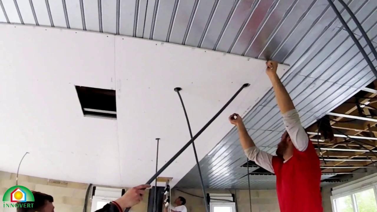 Innovert plafino les tapes de pose des plaques de for Faux plafond chauffant