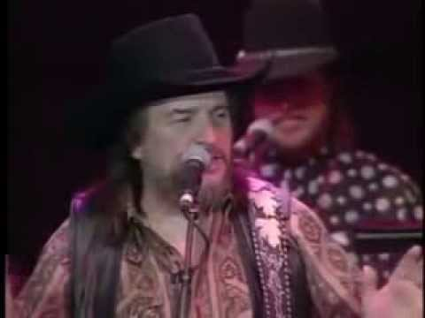 DUKES OF HAZZARD-THEME SONG PERFORMED LIVE- WAYLON JENNINGS