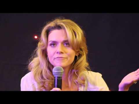 Hilarie Burton singing #FWTP