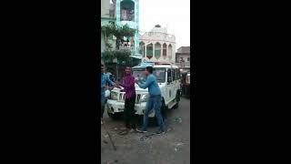 indian police criminal fight on road new