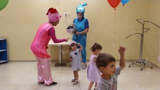 Даня и Юля играют со смешариками Крошиком и Нюшей