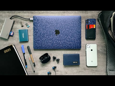 What's in my TECH BAG 2021?!