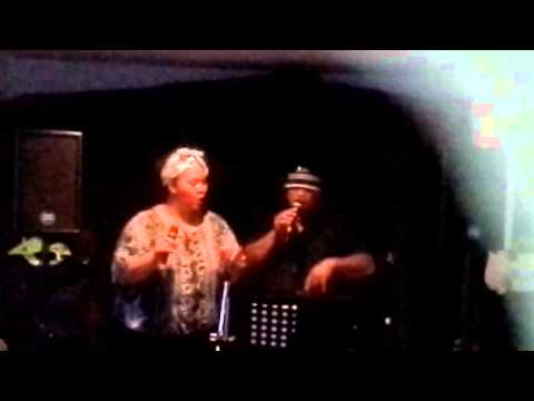 Tunisia Grace Kelly Tonga Cover Guilty   Barbra Streisand and Barry Gibbs