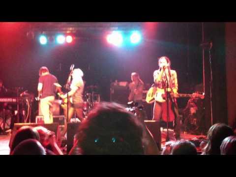 "Walk off the Earth ""Man down"" Marshall Crowdsurfing Live C-Club Berlin"