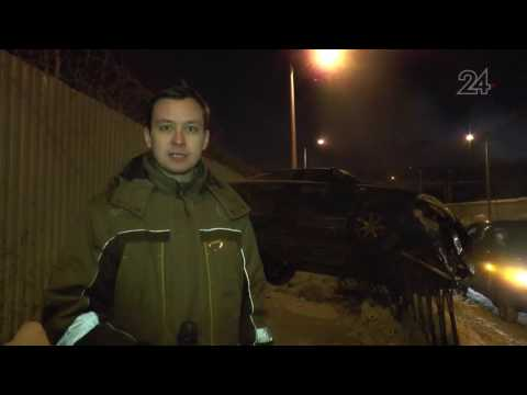 Nissan вылетел с дороги на улице Петра Витера в Казани