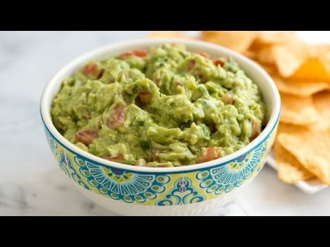 How to Make Fresh Homemade Guacamole