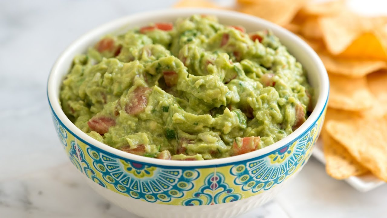 How to Make Fresh Homemade Guacamole - Easy Guacamole Recipe - YouTube