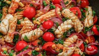 Тёплый салат с кальмарами
