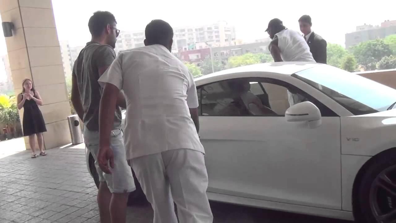 Virat Kohli drives Chris Gayle around Delhi in his Audi R8 - YouTube