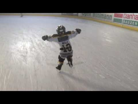 Schlittschuhlaufen . 3 Jähriges Wunderind auf Kufen