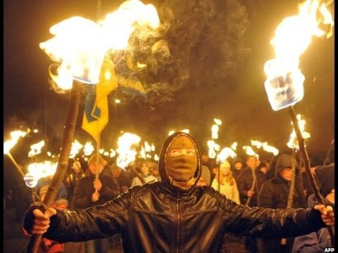 TORCH-LIT MARCH IN KIEV BY UKRAINE'S RIGHT-WING SVOBODA PARTY - BBC NEWS