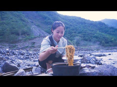 【山药村老板娘】8只大虾熬虾油,配上一袋方便面,真的太香了】