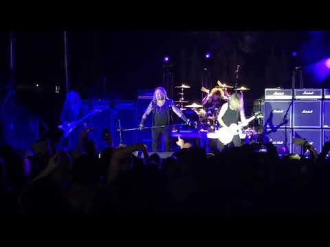 """Vince Neil performs """"Home Sweet Home"""" at OCFS"""
