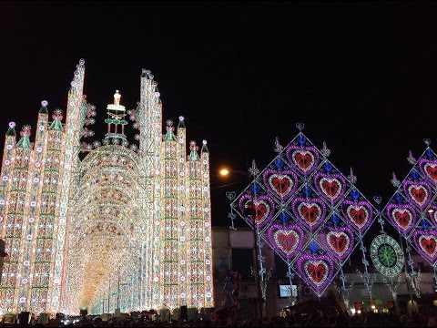 Le luminarie di scorrano santa domenica 2015 youtube for Luminarie puglia