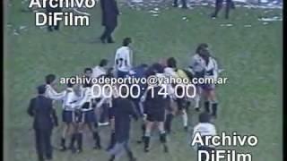Proyectil contra el Arbitro Biscay - Estudiantes vs Gimnasia - DiFilm (1993)