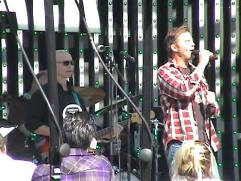 "Wally Kurth sings at ""Day of Days"" 2011 - YouTube"