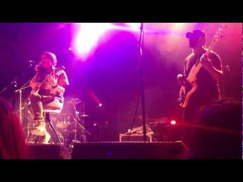 """Nneka """"Soul is Heavy"""" live in Toronto"""