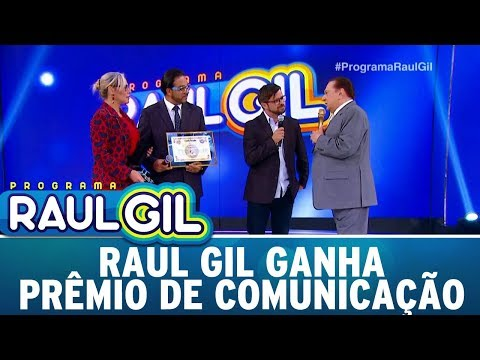 Raul Gil Ganha Prêmio Por Méritos De Comunicação | Programa Raul Gil (25/11/17)