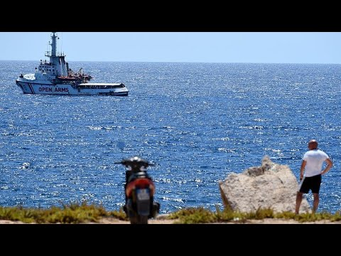 إنزال 8 مهاجرين من سفينة أوبن آرمز إلى لامبيدوسا وعمدتها يزور البقية…  - نشر قبل 3 ساعة