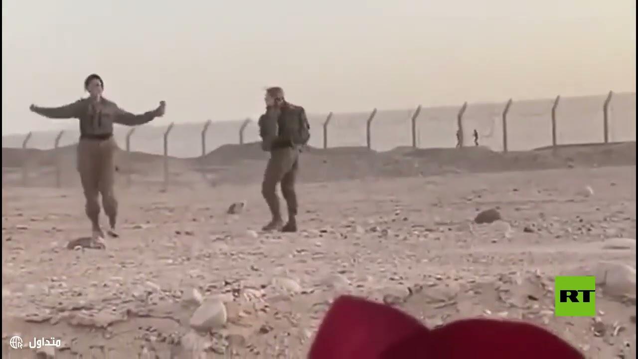 رقصة على الحدود.. مجندتان إسرائيليتان تراقصان -جنديين- مصريين من خلف السياج  - نشر قبل 2 ساعة