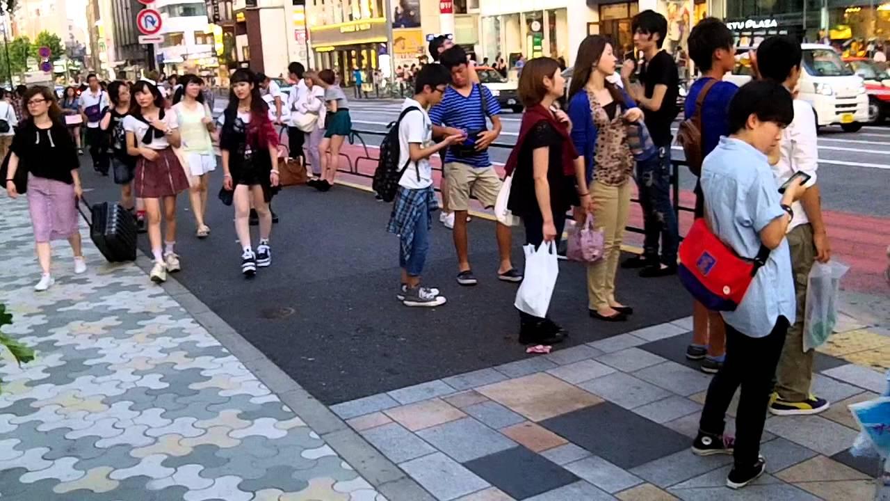 People Walking around in Tokyo Japan - YouTube