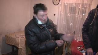 видео Правоохоронці затримали жінку