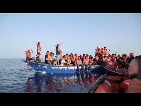 اتفاق في أوروبا على توزيع المهاجرين  - نشر قبل 3 ساعة