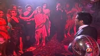 Los Chavos Hacen Un Striptease Fiesta De Mia Y Roberta