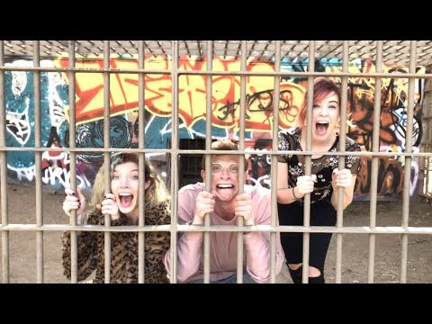 BREAKING INTO AN ABANDONED ZOO!!