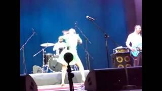 Концерт Савичевой в Воткинске. Юля танцует.