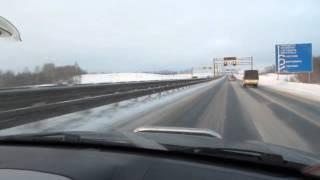 Управление автомобилем на скользкой дороге.