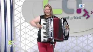 Repeat youtube video Entrevista Conexión Asturias TPA-09-08-2013-Jessy y su Acordeón-Acordeonista y Vocalista de Asturias