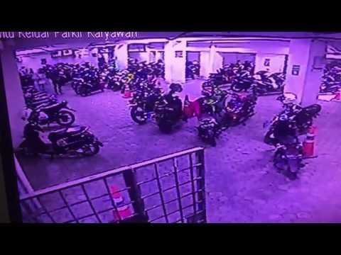 Maling helm di Hermes Mall Banda Aceh 18/07/2017