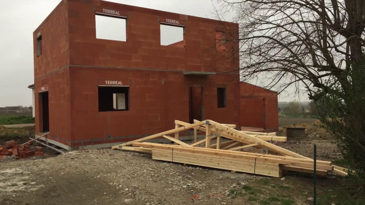 Construction d 39 une maison tage youtube for Construction maison etage