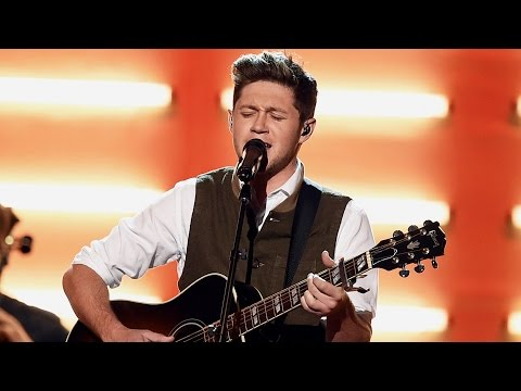 Niall Horan Gives EMOTIONAL Performance of...