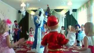 Танец деда мороза с детьми 2015г. в детском саду