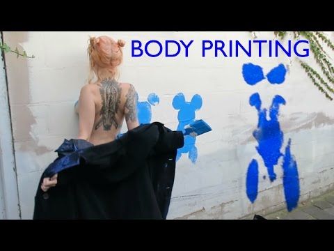 SHIDA AND ZHEANI - BODY PRINTING IN THE STREET