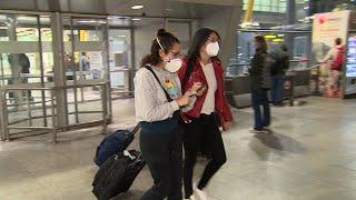 Llegan a España los españoles repatriados de Italia