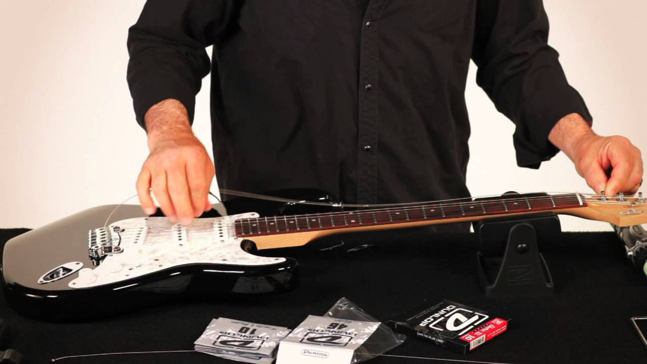 RESTRING: WITH GARY BRAWER - FENDER STYLE GUITAR