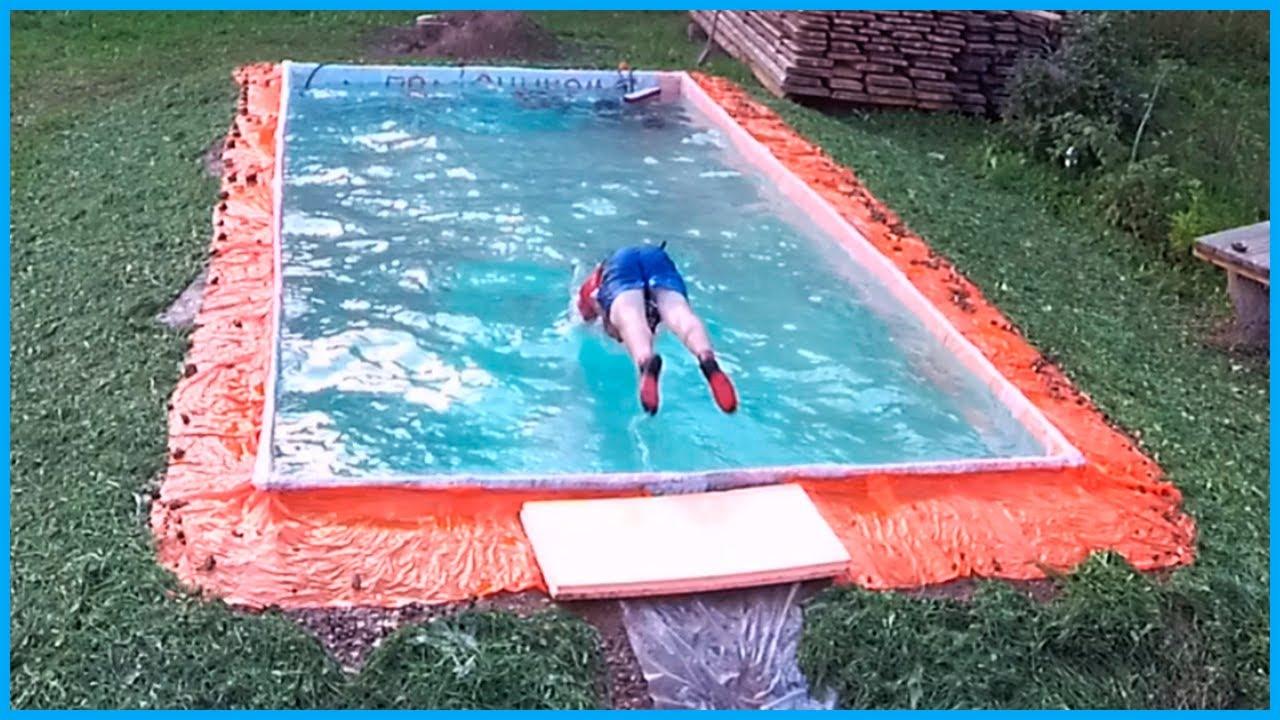 Този човек реши да си направи басейн, почти безплатно в двора на къщата! Да видим как ще се справи!