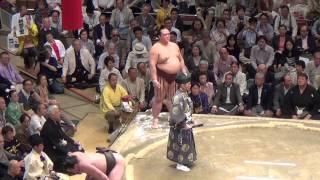Sumo 2013 - Hakuho vs Kisenosato - combat des champions