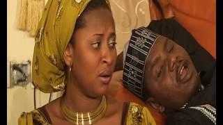 Download Video AUREN SUNNA WAKA ZAINAB INDOMIE TA DAWO (Hausa Songs / Hausa Films) MP3 3GP MP4