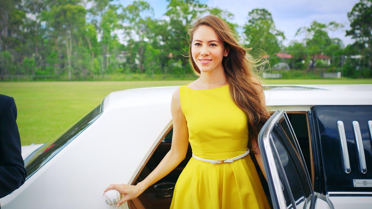黄色のドレスを着た道端ジェシカ