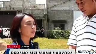 Repeat youtube video Indonesia - SADIS ,,,, cctv pembunuhan dan PERAMPOKAN toko emas bontang