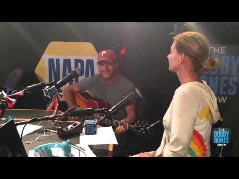 Tim McGraw Serenades Faith Hill on the...