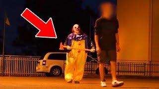 Clown jagt menschen mit einer Axt...